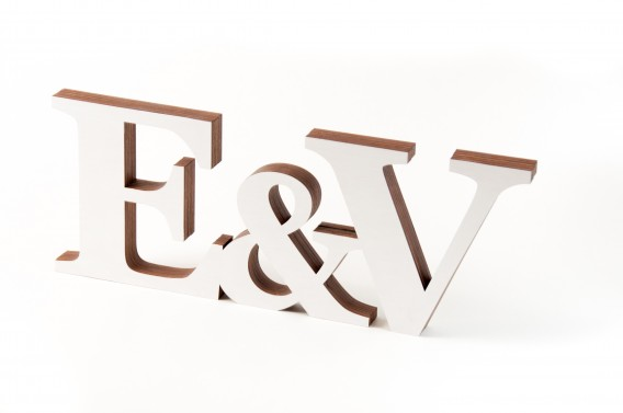 Pastatomi vardų inicialai