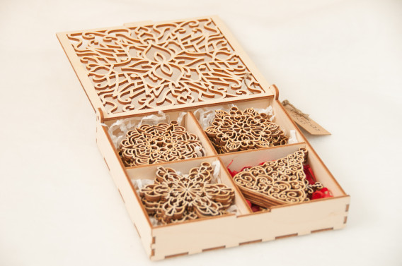 Kalėdinių žaisliukų komplektas dėžutėje (24 vnt. žais.)