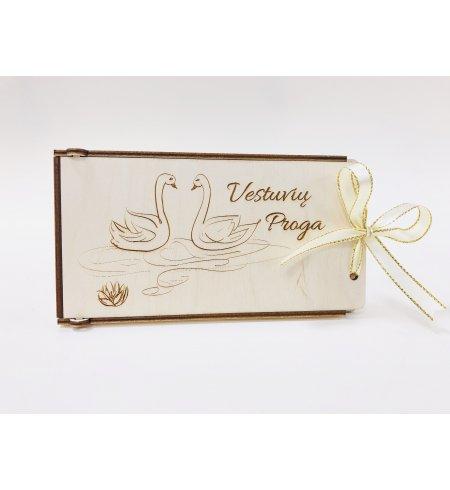 Medinis dovanų vokelis - vestuvių proga (gulbės)