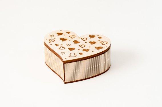 Širdutės formos dėžutė